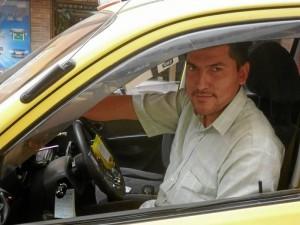 """""""Yo acepto las carreras hacia el sur porque me da pena con la gente pero, de todas formas lo pienso dos veces porque eso para mí es pérdida de dinero"""", Óscar Galvis, taxista."""
