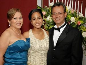 Carmen Cecilia Uribe de Ramírez, Diana Ramírez Uribe y Fernando Ramírez Rivera.