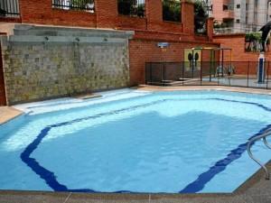 Las dos piscinas del conjunto están abiertas a los visitantes sólo los sábados. El resto de la semana es exclusiva para los residentes del conjunto.