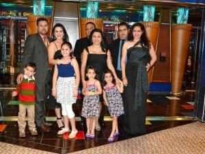 Manuel Reyes junto a sus amigos Efraín Mendoza, Milena Duarte, Wilson Velandia, Andrea Velandia, su esposa Adriana Bárcenas y su hijo Sebastián Reyes.