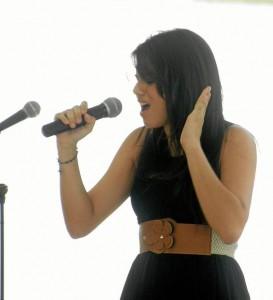 Las sentidas interpretaciones de los estudiantes estuvieron a la altura del evento. Esta fue la participación de Angie Katherine Ardila en el Festival de la Canción Inglesa.