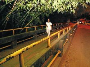 El camino que conduce al centro comercial Cañaveral  tiene una iluminación bastante deficiente, este hecho pone en riesgo a quienes residen en los alrededores o pasan por el lugar después de las 6 p.m.