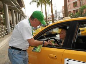Con folletos y volantes se trató de concientizar a la comunidad sobre algunas de sus obligaciones con el sector.