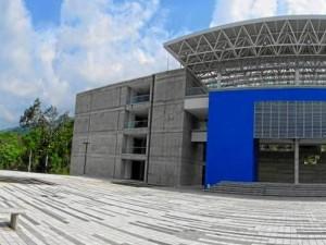Con más de 10.450 metros cuadrados de construcción, el coliseo cuenta con un sistema único de climatización controlada mediante paneles superiores de absorción de calor.