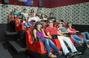 En esta sala de cine sentirá lluvia, viento, movimientos, cosquilleos en las piernas y hasta nieve.