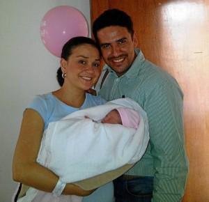 Olga Mantilla y su esposo José Carlos con la pequeña Luciana, nacida el 13 de marzo.