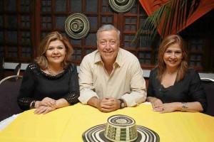 Mery Luz Villareal, Claudio Gómez y Noralba Villareal.