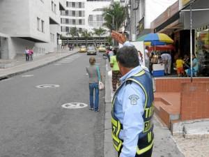 La presencia de los agentes de tránsito en Cañaveral ha logrado despejar las vías que antes permanecían llenas de vehículos.