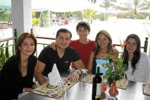 Nancy Alarcón, Javier Bayter, Daniel Bayter, Lina Alarcón y Paola Bayter.
