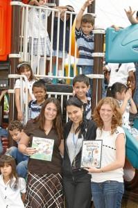 Kendall y Christina viajarán en dos semanas a La Gloria, Santa Marta para entregar los libros que logren recoger para donar al proyecto Biblioburro.