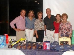 Guillermo Carreño, María Teresa León, Marta León, Jaime Arango, Victoria León y Cecilia Reyes de León durante la premiación.