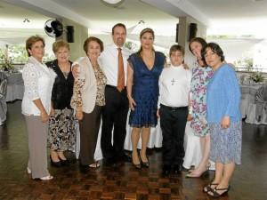 Gloria Pardo de Vargas, Matilde Daccarett, Amelia de Pardo, José Fernando Pardo, Vivian Uscátegui, Santiago Pardo Uscátegui, Olga Lucía Uscátegui y Erika Uscátegui.