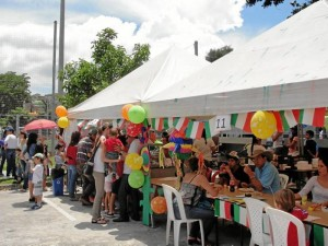 Carpa principal de comidas en la que los asistentes disfrutaron de los más deliciosos platos típicos mexicanos.
