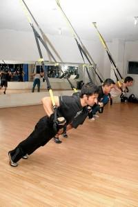 Uno de los grandes beneficios que ofrece este programa de entrenamiento es que es para todos los niveles, esto quiere decir que lo puede practicar el principiante, la persona entrenada o el deportista de alto profesional.
