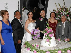Rosalina Cerdas de Camacho, Humberto Camacho, los novios Slendy Camacho y Ángel Campos, Luz Marina Barrios y Ángel Campos.