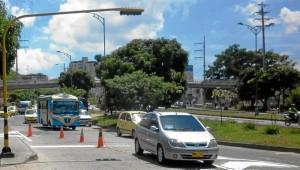 Por la misma vía se encontraba este carro que también infringió la norma. Foto Laura Rojas / GENTE DE CAÑAVERAL