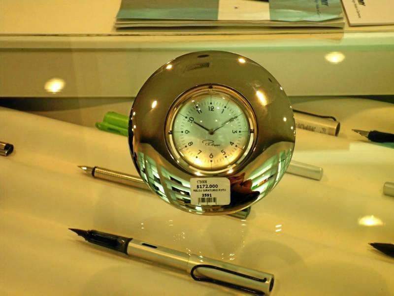Este hermoso reloj de oficina es tambi n un portarretratos foto laura rojas gente de - Verti es oficina internet ...