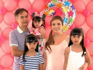 Javier Castilla, la cumpleañera Elizabeth Castilla Rueda, Elizabeth Rueda, Paula Castilla Rueda y Nicole Castilla Rueda.