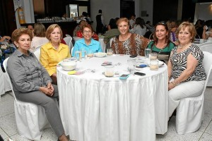 Elba Infante de Castro, Ligia de Quijano, María Eugenia Ruiz, Lucero de Mariño, Amparo Flórez de Gómez y Luz Marina de Quijano.