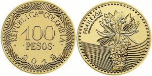 En la moneda de $100 está escrito el nombre de la especie frailejón y en microtexto su nombre científico 'Espeletia Grandiflora'.
