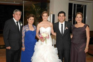 Manuel Antonio Villareal, Isabel Guarín de Villareal, Ana Lucía Villareal, Carlos Fernando Bueno y Luz Helena Garcés de Bueno.