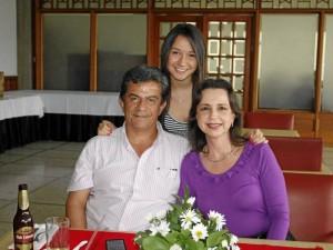 Hernando Medina Torres, Silvia Meneses Espinoza y María Camila Medina.