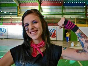 Sandra Rodríguez es la capitana del equipo. Aunque sus amigos le dicen Saku, su alterego en Pink Suks es 'Rude Barbie'.
