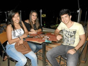 Viviana Barbosa, Nicole Velásquez y Alexander Cárdenas. ( Foto Javier Gutiérrez )