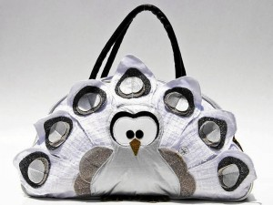 La primera colección hace referencia a los animales y se ha utilizado mucho textil para su producción.