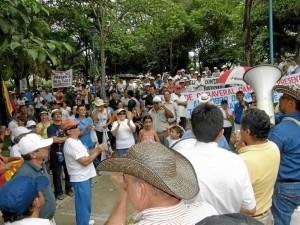 Archivo / GENTE DE CABECERA Con marchas y protestas la comunidad ha rechazado la forma como se hizo la irrigación del cobro de la valorización para la transversal El Bosque.