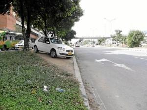 Esta maniobra indebida era realizada por muchos conductores para salir del trancón.