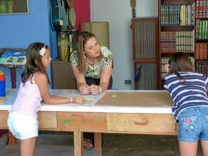 """Suministrada / GENTE DE CAÑAVERAL Natalia Espinosa vigila de cerca el proceso de cada estudiante. """"Tenemos una propuesta pedagógica completa y es por eso que nos interesa que haya un conocimiento extenso acerca de las escuelas y lo que realmente significa el arte en el mundo""""."""