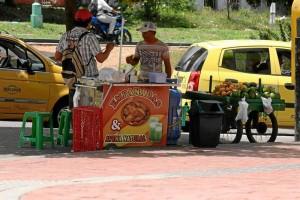 Mauricio Betancourt / GENTE DE CAÑAVERAL En las calles se venden toda clase de productos que van desde alimentos hasta artículos para el hogar.