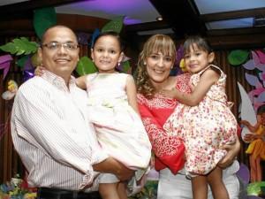 Franklin Gómez, Ana Isabel Gómez, Ana María Ortega y María José Gómez. Marco Valencia