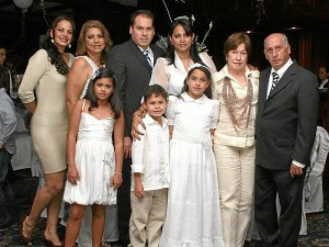 Jenny Verdugo, Lupita de Verdugo, María Alejandra Acuña, José Ignacio de Castro, Heidi Verdugo, María Helena deBello y Marco de Castro.