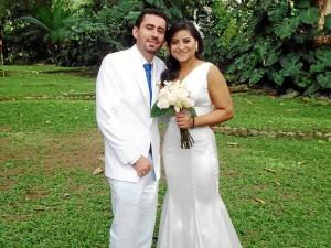 Javier Grandas y Denisse Sarmiento celebraron su unión matrimonial con una bella ceremonia en el Hostal Hacienda La Venta el pasado 19 de agosto. Después, en compañía de sus familiares y amigos cercanos festejaron en el mismo lugar.