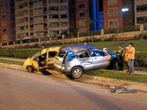 Así quedaron los vehículos luego del accidente del pasado sábado a las 2:00 a.m. ( Foto Marco Valencia )