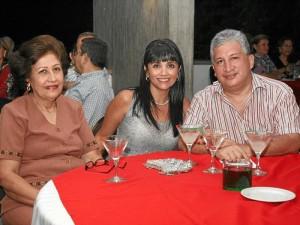 Yolanda de Pinzón, Marcela Patricia Pinzón y Jurg Niederbacher.