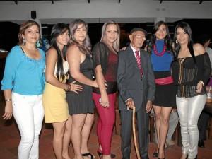 En esta imagen está con otras de sus familiares Gladys Durán, Cristina Quintero, Lida