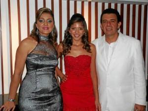 Luz Emilia Jiménez, María Alejandra Camargo Jiménez y Abedulio Camargo Benítez.  ( Foto Nelson Díaz )