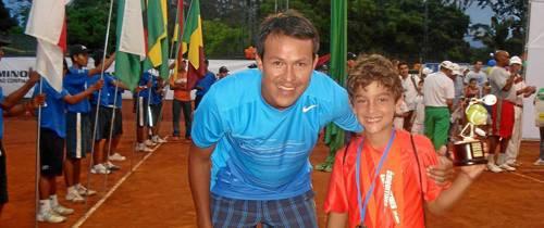 Santandereano de ocho años tiene el mejor revés de Colombia en tenis