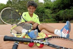Nico disfruta de cada momento en la cancha, para él el tenis, su familia, su entrenador y el colegio son lo más importante. Nelson Díaz / GENTE DE CAÑAVERAL