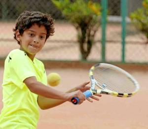 Nicolás sacrifica sus tardes de juegos de video, cine, helados y amigos por el tenis. Nelson Díaz / GENTE DE CAÑAVERAL