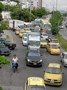 Largas filas de carros se formaban en la paralela desde El Bosque hasta el sector de Equilibrio.