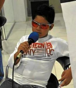 Juan Sebastián responde a las preguntas de los periodistas después de la competencia.