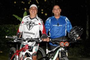 Álvaro Sarmiento y Sergio Galvis son los encargados de diseñar y publicar las rutas que el grupo de ciclistas recorre cada semana. Mauricio Betancourt / GENTE DE CAÑAVERAL