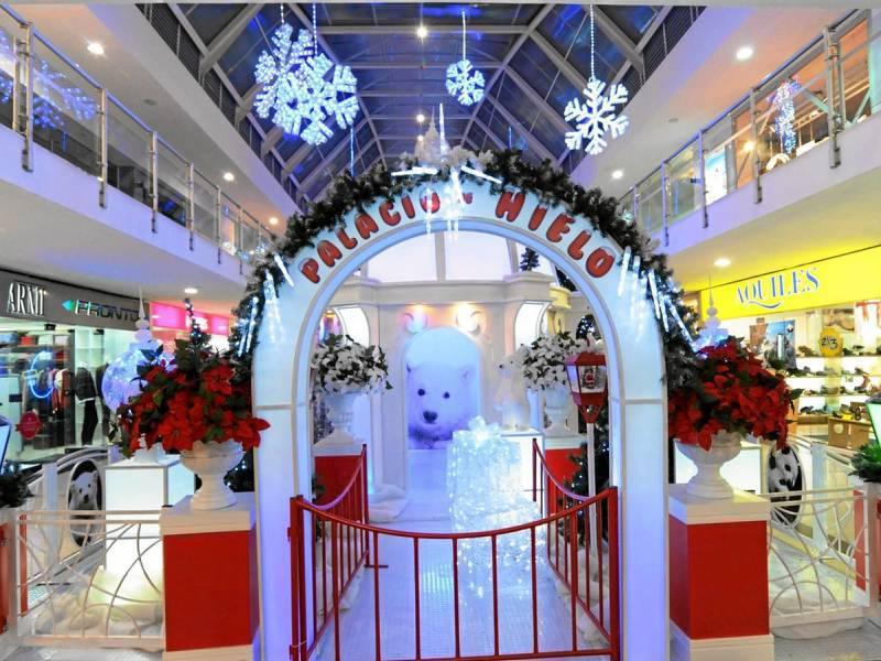 La navidad ya se vive en los centros comerciales del for Decoracion navidena centro de estetica