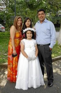 Claudia Arias, Angie Patiño, Angélica María Patiño Arias y Vicente Patiño.