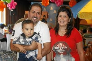 Santiago Simmonds, Diego Mauricio Simmonds y Mónica Liliana Arenas.