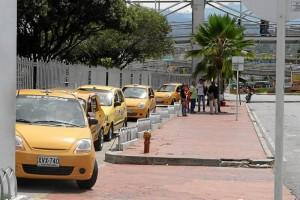 El centro comercial Cañaveral es uno de los pocos que cuenta con bahía para taxis. Aunque inicialmente no fue concebida en el diseño del lugar, en 2010 se inauguró esta adecuación.